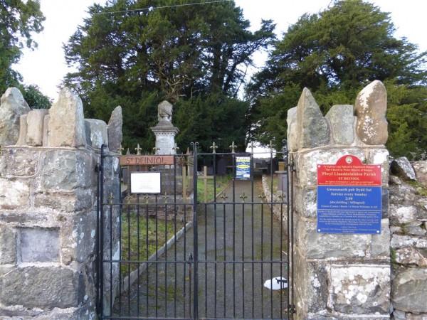 St Deiniol Church - Anglesey - Imbolc 2015 (1)